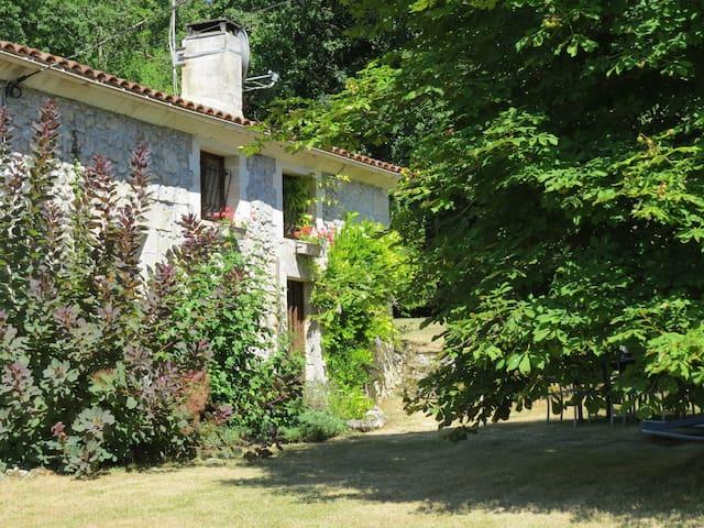 La Rochebeaucourt-et-Argentine的民宿