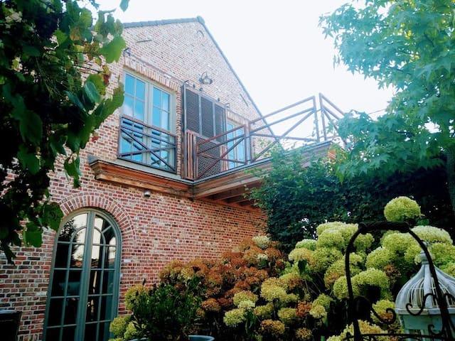 Sint-Pieters-Leeuw的民宿