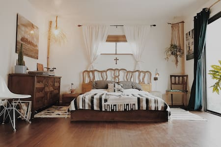 Ojai Vintage Americana Style Retreat Best Location