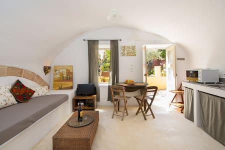 Aria di Rodi - Arched Garden Studio, Medieval Town