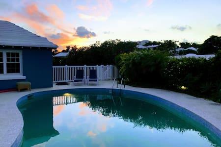 5⭐1 br apt island getaway -pool & twizzy charger