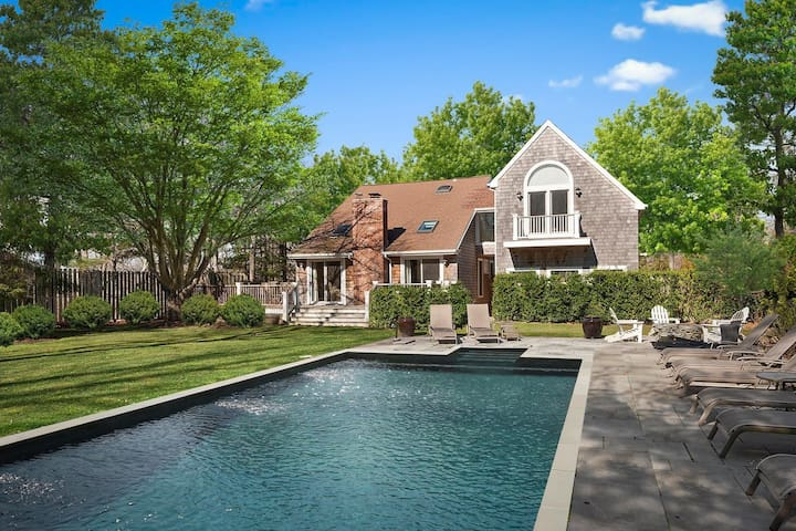 Beautiful, dog-friendly home w/pool, wood-burning fireplace, firepit & gas grill