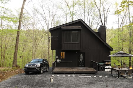 BLVCK Cabin in the Mountains near Bushkill Falls