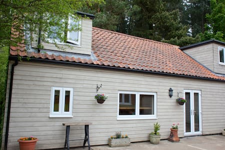 Rural, peaceful holiday lodge close to beaches.