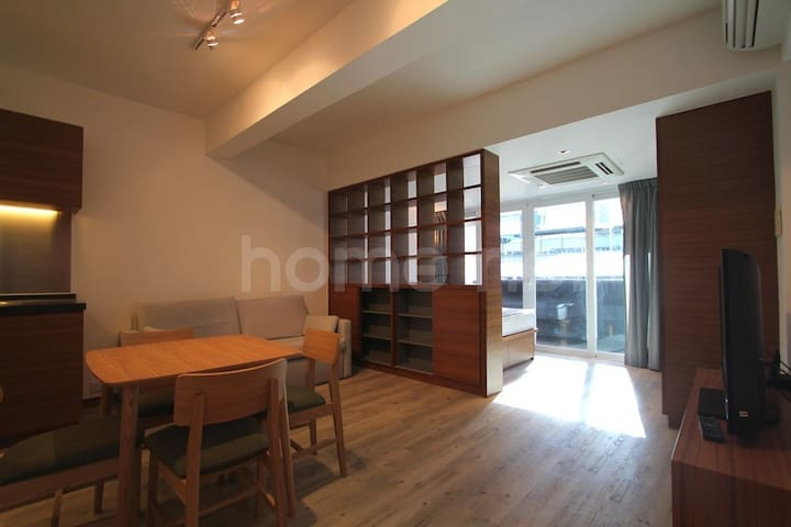 Spacious studio in the heart of Quarry Bay