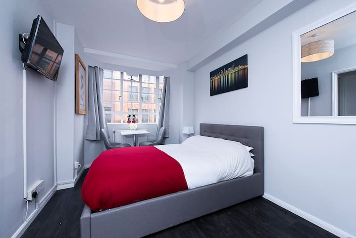 Cozy studio flat in the heart of Chelsea!!