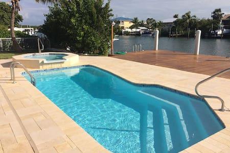 4BR 3B, Heated Pool & Spa, 60' Dock