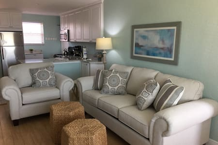 Expansive Gulf Views, Fully Remodeled, 2 Bedrooms
