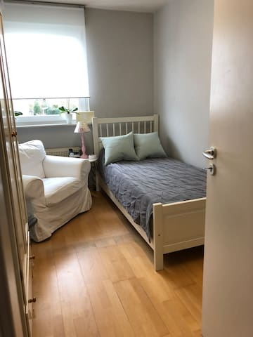 Comfy  private Room near Frankfurt City / Airport