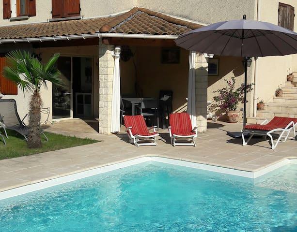 Saint-Jean-de-Muzols的民宿