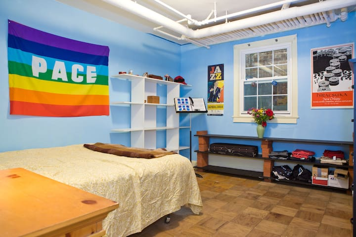 Quiet room in Bethesda near metro/NIH