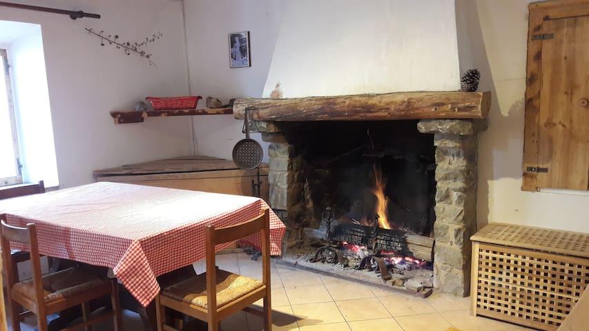 Castelnovo Ne' Monti的民宿