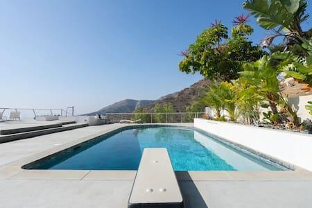 Malibu Modern 1 bedroom Pool House