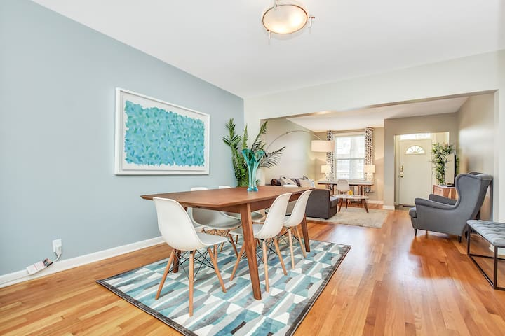 Beautiful 3 Bed Byward Market Home with Parking