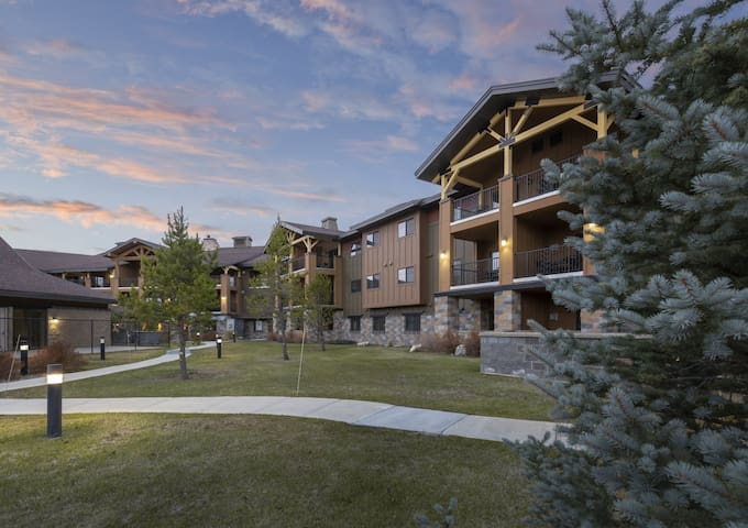 2 BD Twin #2 @WM West Yellowstone-no cleaning fee!