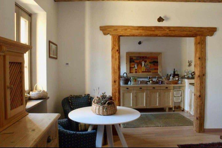 "Casa del '900 ristrutturata ""Ai Paterni"" (CIPAT 022240-AT-315476)"
