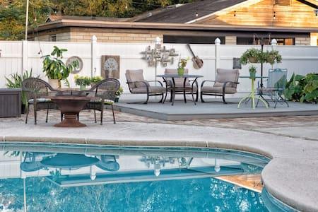 Endless Summer-7 blocks to ocean, 7 steps to pool!