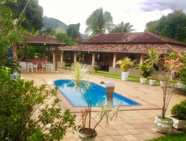 Santana Do Paraiso的民宿