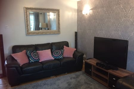 Luxury B&B style apartment next to the M1 J26