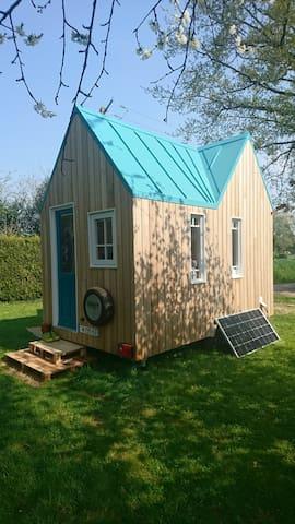 Mini tiny house sous les arbres, proche du Perche