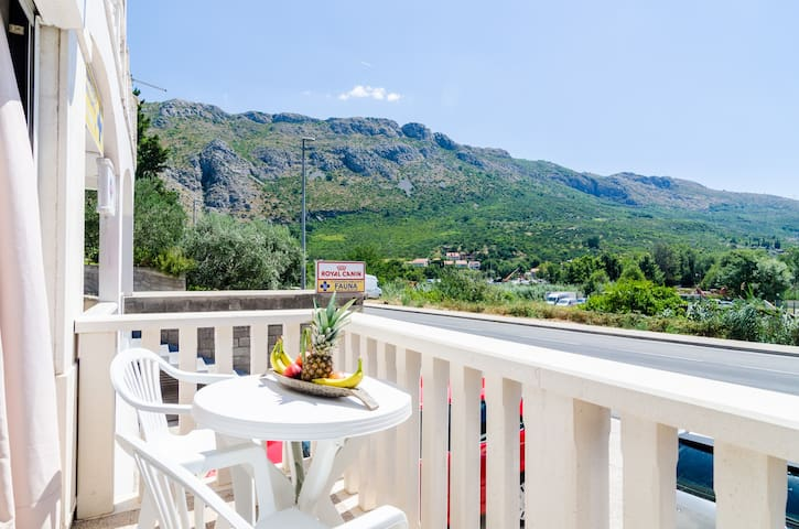 Sarita-4Bedroom Apartment for 8 with Balcony