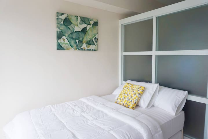 New & airy 1-BR Tagaytay Condo w/ WIFI/ Cable/Pool