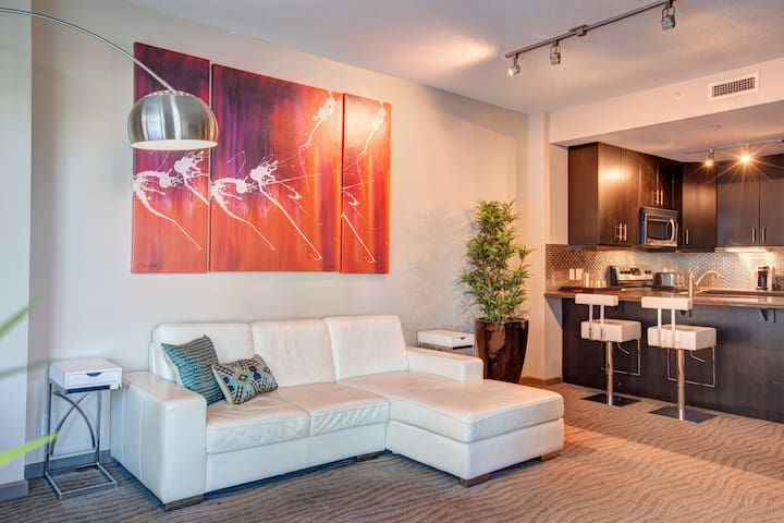 Vetro 402 Chic 1 Bed beside the Saddledome