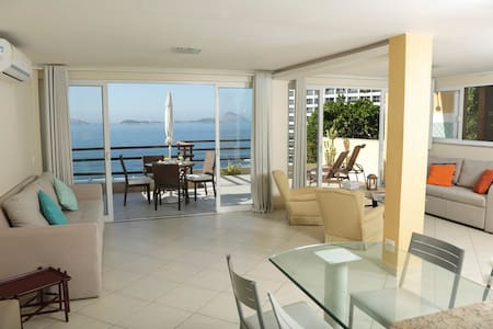Sleek apartment oceanfront up to 4p