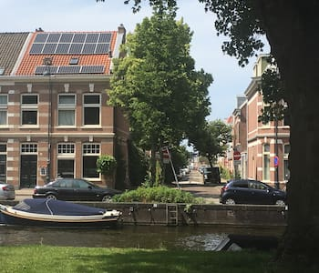 Loft room in historic Canal House (bikes and boat)