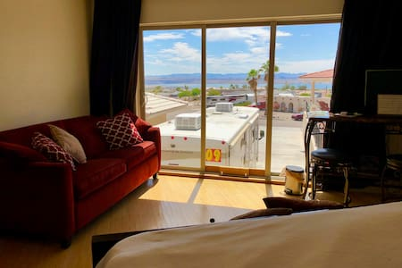 PANORAMIC VIEWS FM BED**SANITIZED**INDOOR JET TUB!