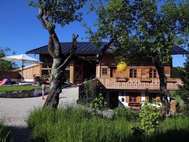 Sonnige, gemütliche Ferienwohnung am Bergbauernhof