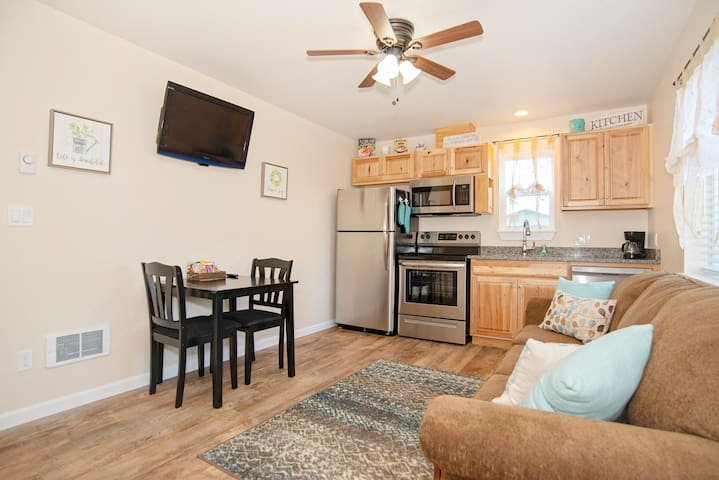 Sunset Cottage: Clean, Safe And Comfortable