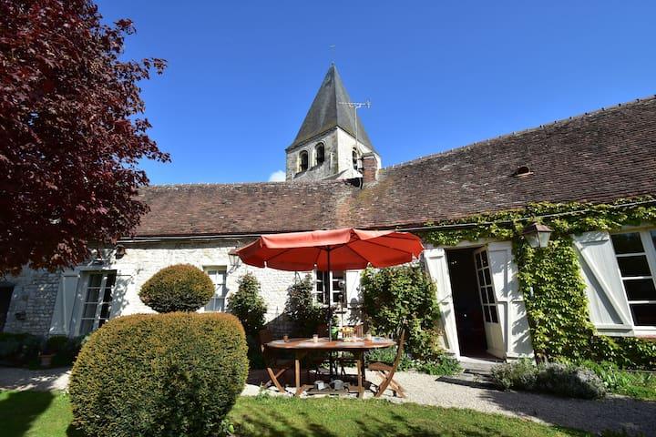 Yevre-Le-Chatel的民宿