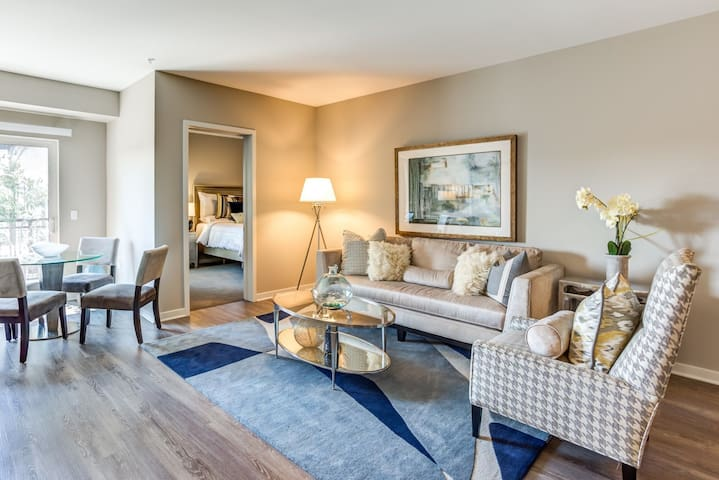 Professionally maintained apt | 2BR in Lombard