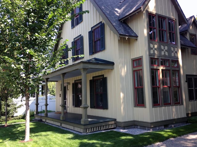 Next to Skidmore and near Racetrack: Single Room