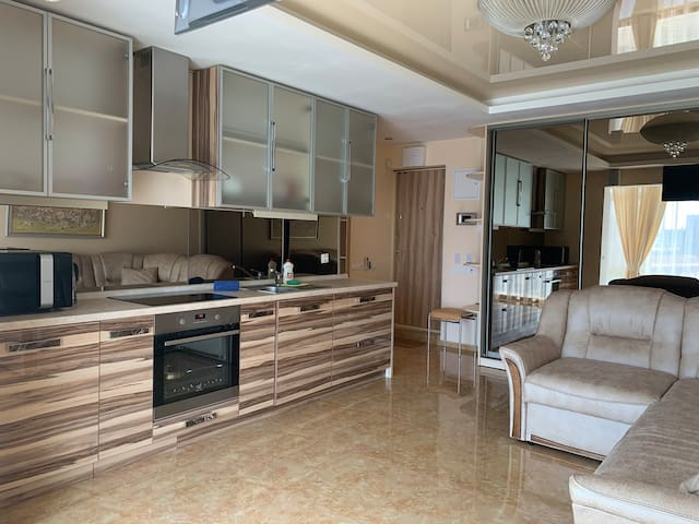 "Luxury apartment in the center near  ""Ocean Plaza"""