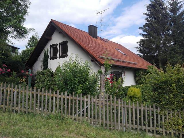Oberschweinbach的民宿