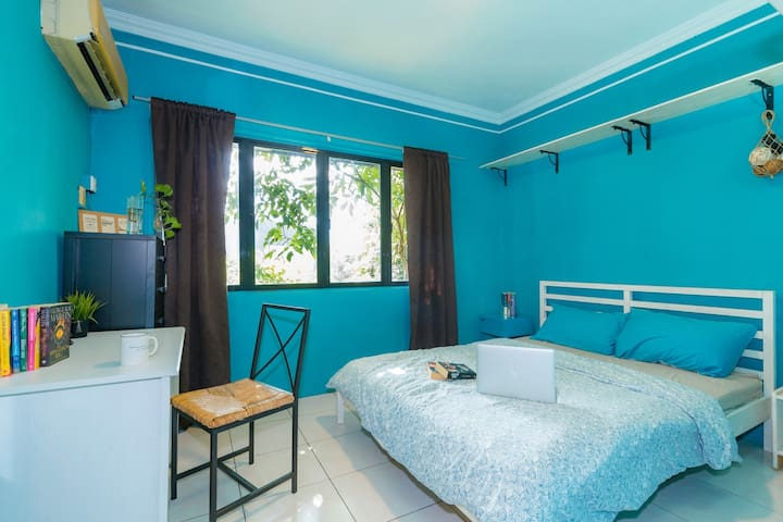SALE: Fresh, comfy, homey room. 40% Off Long Stays