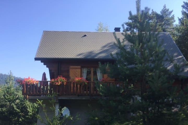 Saint-Sauveur-Camprieu的民宿