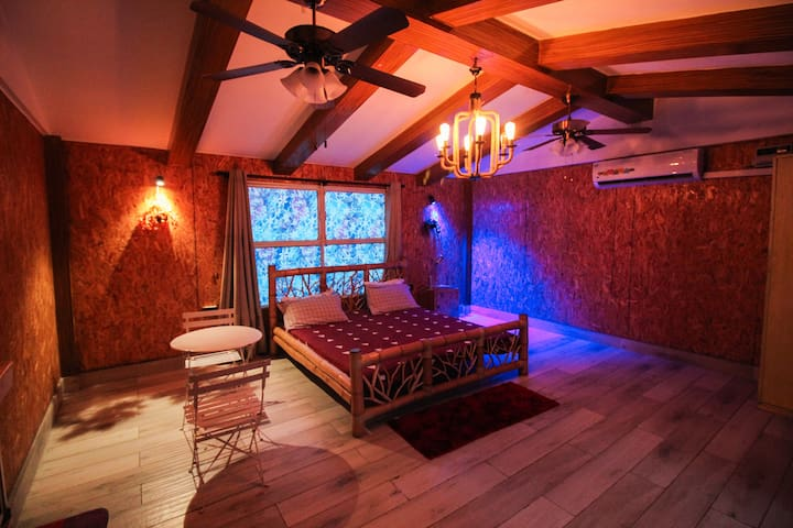 """Couples Nest"" safe and romantic studio."