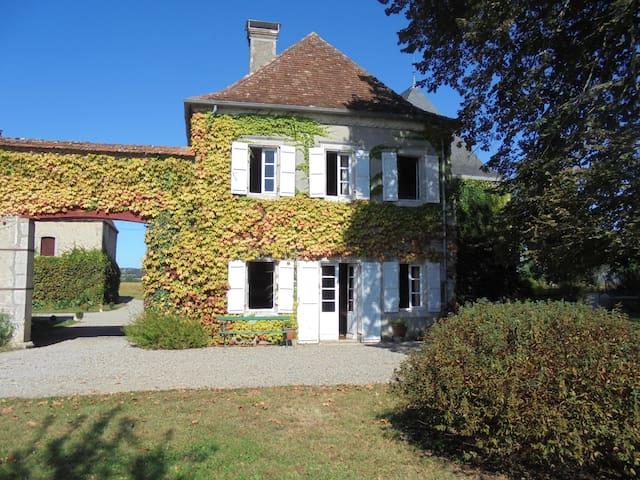 Saint-Gladie-Arrive-Munein的民宿