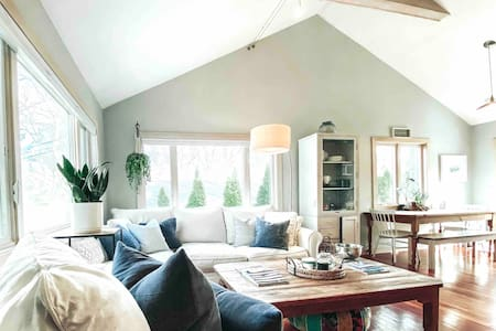 Sag Harbor Cottage, Walk to the Beach!