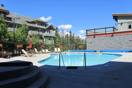 Cozy Condo.Deck with Mountain View.Pool & Hot Tub.