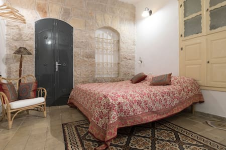 Old stone quiet and charming apartment in Nahlaot