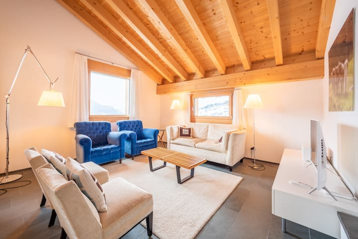 Modern, very sunny 3 bed room apartment with panoramic view in Laax-Salums (Haus Cavriel)