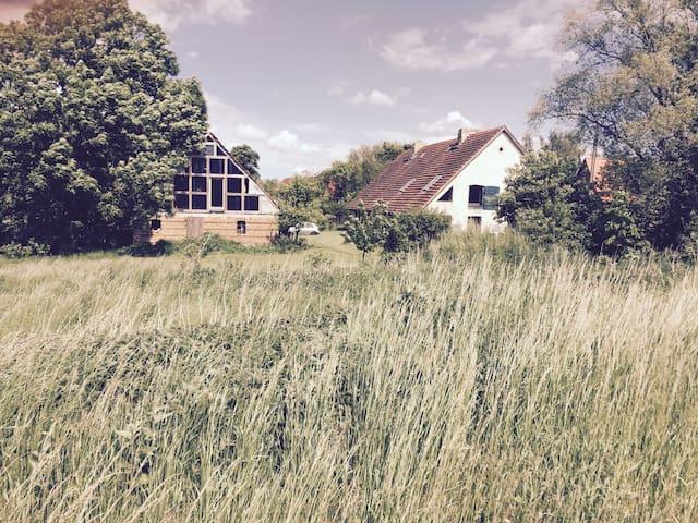Lehmhaus in idyllischer Lage