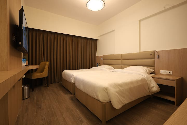 Private Room in 2 BHK, Goregaon (East)