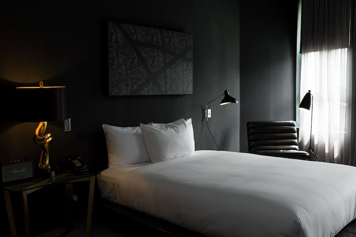 Safe & Clean Tuck Hotel - Atelier Room