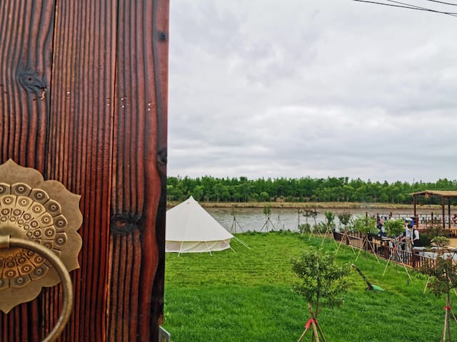 有鱼鱼庄尽享河边私密空间及帐篷露营,每间客房独立小院,BBQ垂钓唱歌采摘棋牌泳池,生日聚会团建