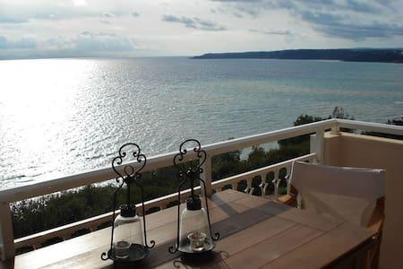 Cliff Beach House, 100 m², Private Beach
